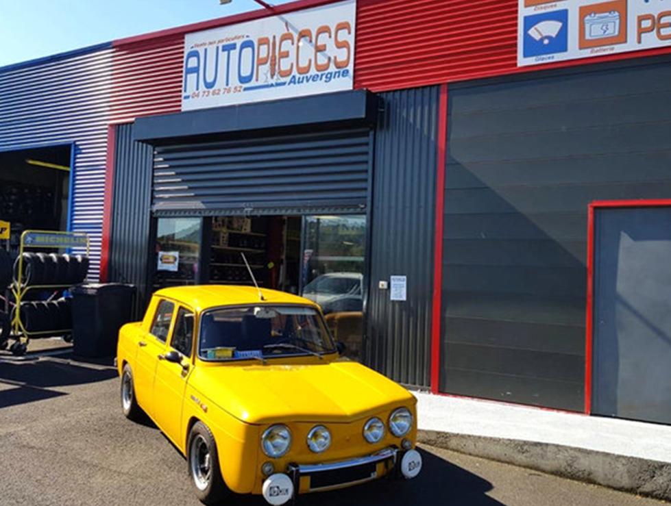 Devanture du magasin de pièces auto à Cournon d'Auvergne